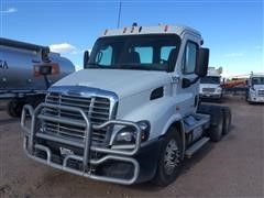 2015 Freightliner Cascadia 113 T/A Day Cab Truck