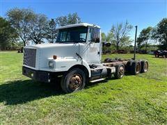 1995 White/GMC WG64T Tri/A Truck Tractor