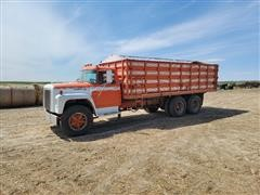 1976 International LoadStar 1700 T/A Grain Truck