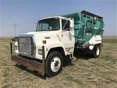 1988 Ford L8000 S/A Feed Truck W/Harsh Mixer Box