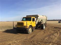 1997 International 4900 S/A Feed Mixer Truck