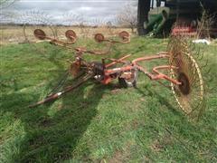 Gehl 418 Wheel Rake