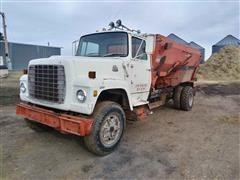 1981 Ford L8000 S/A Feed Truck