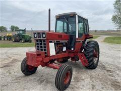 1976 International 986 2WD Tractor
