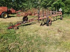 Gehl 520 12-Wheel Rake