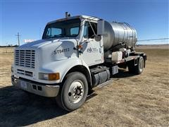 2001 International 8100 S/A Tender Truck