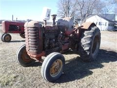 1957 Massey Harris 555 2WD Tractor (INOPERABLE)