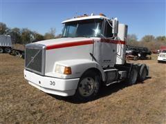 1993 White/GMC/Volvo WCA64T T/A Truck Tractor