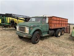 1970 GMC 6500 T/A Grain Truck