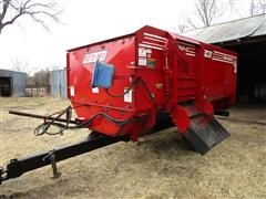 Roto-Mix 354-12 Mixer Feed Wagon
