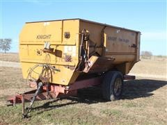 Knight Reel Auggie 3042 Pull Type Feed Wagon