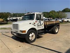 2000 International 4700 S/A Flatbed Truck