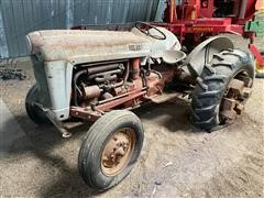 Ford 860 2WD Tractor (INOPERABLE)
