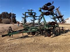 Quinstar 30' Anhydrous Applicator/Chisel Sweep Plow