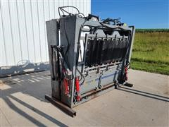 2018 Moly Silencer Hydraulic Squeeze Chute W/Headgate & Tailgate