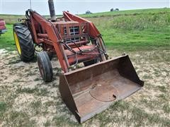 International 674 2WD Tractor W/Loader