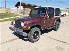 2001 Jeep Wrangler / TJ Sport 2 DR Sport Utility
