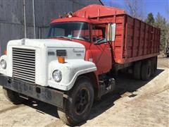 1970 International FleetStar 2000 T/A Grain Truck