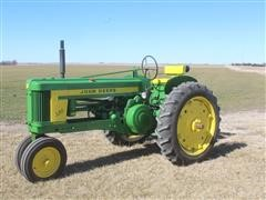 John Deere 520 2WD 2 Cylinder Tricycle Front Tractor