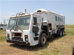 2002 Mack LE613 T/A Automated Side Load Garbage Truck