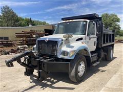 2002 International 7400 4x2 S/A Dump Truck