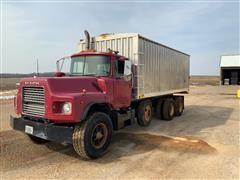 2000 Mack DM600 Tri/A Grain Truck