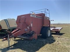 Hesston 4900 Big Square Baler W/Accumulator