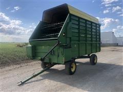 John Deere 714 Forage Wagon