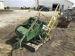 John Deere BE 300 Small Square Bale Thrower