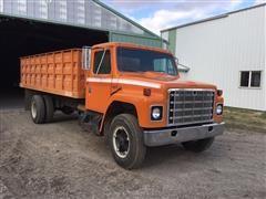 1979 International S-Series 1824 Grain Truck W/Hoist