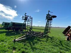 John Deere 1010 37' Field Cultivator