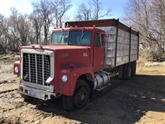 1977 International TranStar 4270 T/A Grain Truck (INOPERABLE)
