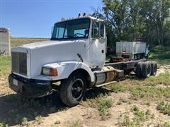 1989 White/GMC T/A Truck Tractor With Hoist