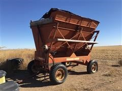 Gehl 9000 Silage Side Dump Wagon