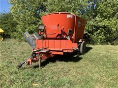 KUHN Knight Vertical Maxx 5144 Feed Wagon