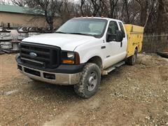 2006 Ford F350 Super Duty 4x4 Extended Cab 4-Door Service Pickup