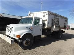 2000 International 4900 S/A Truck W/Roto-Mix 700-16 Mixer Box