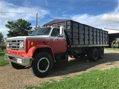 1980 GMC V8 7000 T/A Grain Truck