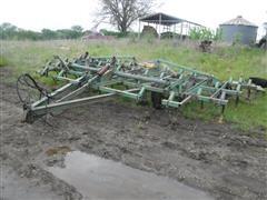 John Deere 1000 19' Field Cultivator