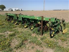 John Deere 885 8R36 Cultivator