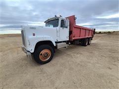 1972 International F4300 T/A Manure Spreader Truck