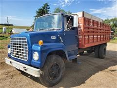 1976 Ford LN750 S/A Flatbed Truck W/Livestock Rack