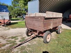 Wagon With Hoist