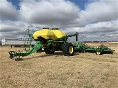 2005 John Deere 1890 Air Seeder W/John Deere 1910 Commodity Cart