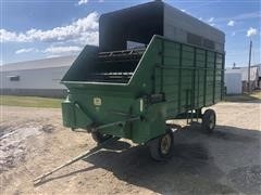 John Deere 115 Chuck Wagon