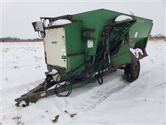 Henke B240 Mixing Feeder Wagon