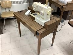 Singer 4552 Sewing Machine W/Table