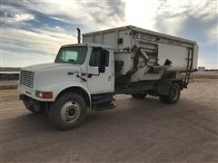 2001 International 4900 Feed Truck