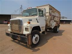 1990 Ford L8000 S/A Feed Truck