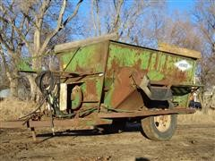 Henke 3 Auger Mixer Feeder Wagon